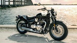 Seitenansicht einer stehenden Triumph Bonneville Speedmaster