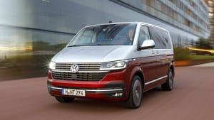 Der VW Multivan fahrend