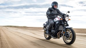 Yamaha XSR 700 fahrend
