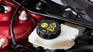 Bremsfülligkeitsbehälter im Motorraum