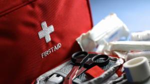 Zubehör eines Erste-Hilfe-Kastens