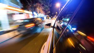 Illegales Autorennen bei Nacht