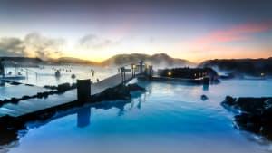 Menschen in der blauen Lagune in Island