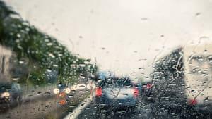 starker Regen auf der Autobahn