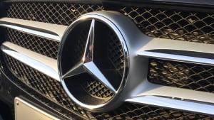 Mercedes Stern an Autofront