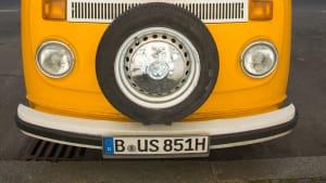 VW Bus mit Wunschkennzeichen und H Kennzeichen