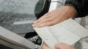Fahrzeugkontrolle anhand der Fahrgestellnummer an der Frontscheibe