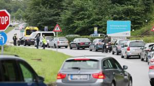 Stau bei der Einreise nach Deutschland an der deutsch-dänischen Grenze