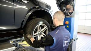 Reifendruck-Kontrolle bei der TÜV Hauptuntersuchung