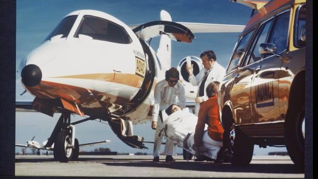 Ein historischer Ambulanz Jet des ADACs beim Rücktransport einer Patientin aus dem Ausland