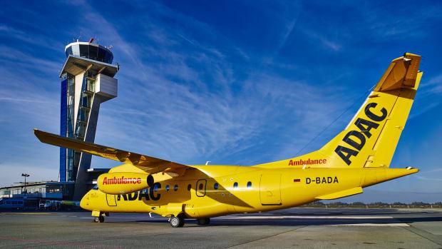 Ein ADAC Ambulanzflieger vor dem Abflug auf dem Flughafen
