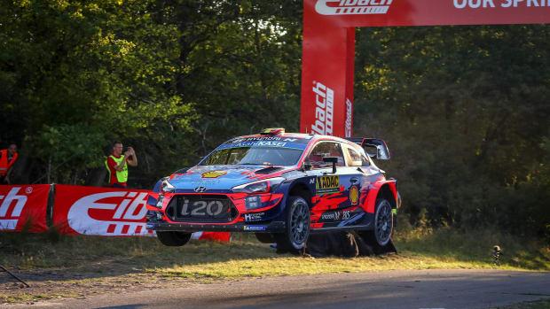 Thierry Neuvielle fährt bei der Rallye Deutschland
