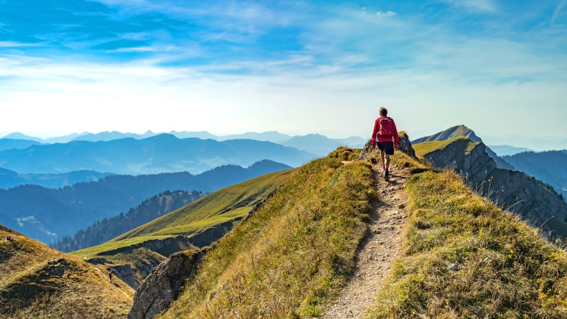 Wanderin in der Nähe von Oberstaufen