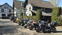 Hotels wie der Bierenbacher Hof in Nümbrecht-Bierenbachtal bieten so einiges für Biker.