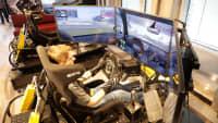 Sim-Racer Leon Harhoff testet die eSport Lounge in Essen