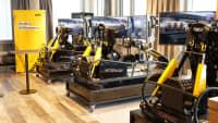 In der ADAC eSport Lounge in Essen können Besucher digitalen Motorsport betreiben.