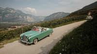 mit einem Oldtimer unterwegs im italienischen Trentino