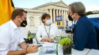 VDA Präsidentin Hildegard Müller zu Besuch am ADAC Stand auf IAA  am Königsplatz in München