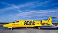 Ein ADAC Ambulanzservice Learjet D-Cure auf dem Flughafen