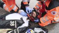 Helm richtig abnehmen nach einem Motorradunfall