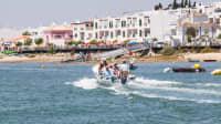 Wassertaxis bringen die Badegäste vom Strand zurück nach Cabanas