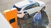 Mercedes EQC an Schnellladesaule
