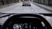Das Head-Up Display eines fahrenden Audi Q4 e-tron