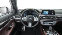 blick in das Cockpit des BMW 7