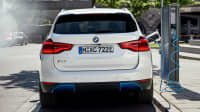 Heck des BMW ix 3  stehend