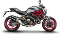 eine matt graue Ducati Monster 821 im Studio von der Seite fotografiert