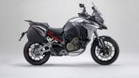 die Ducati Multistrada V4 von der Seite im Studio