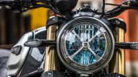 der Scheinwerfer der Ducati Scrambler 1100