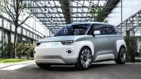 Front und Seitenansicht eines stehenden Fiat Centoventi