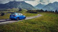 Genf Autosalon BMW X1 fahrend in den Bergen