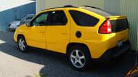 gelber Pontiac Aztek auf Strasse