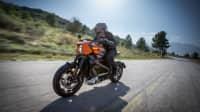die Harley-Davidson Livewire in voller Fahrt auf der Strasse