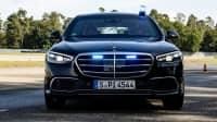 Die Kanzlerlimousine, eine Mercedes S-Klasse, im ADAC Fahrbericht