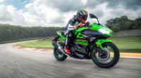 Kawasaki Ninja 400 fahrend