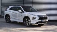 Der Plug in Hybrid von Mitsubishi Eclipse Cross steht auf der Strasse