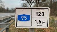 Stationszeichen auf der Autobahn A95