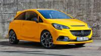 gelber Opel Corsa GSI von der Seite