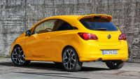 gelber Opel Corsa GSI von hinten