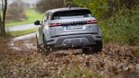 Range Rover Evoque fahrend von hinten