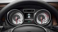 Reifendruck-Angabe auf dem Display eines Autos