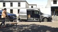 Seitenansicht eines Renault Kangoo mit offener Tür