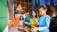 Kinder im Museum mit der Maus im Odysseum