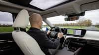 Fabian Hoberg fährt das Wasserstoffauto Toyota Mirai
