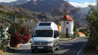 VW Gran California fährt über Gran Canaria