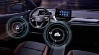 Innenraumaufnahme eines Volkswagen ID mit Lenkrad und Display zum Thema Konnektivität und Over-the-Air Update