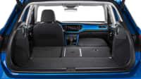 Kofferraum eines blauen VW T-Roc